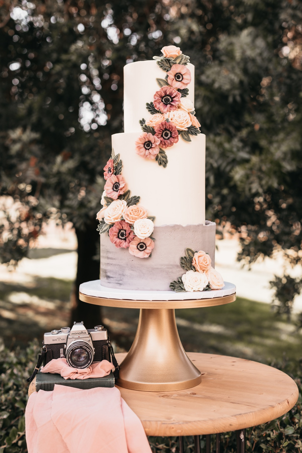 vintage inspired wedding cake from Lila Cakeshop