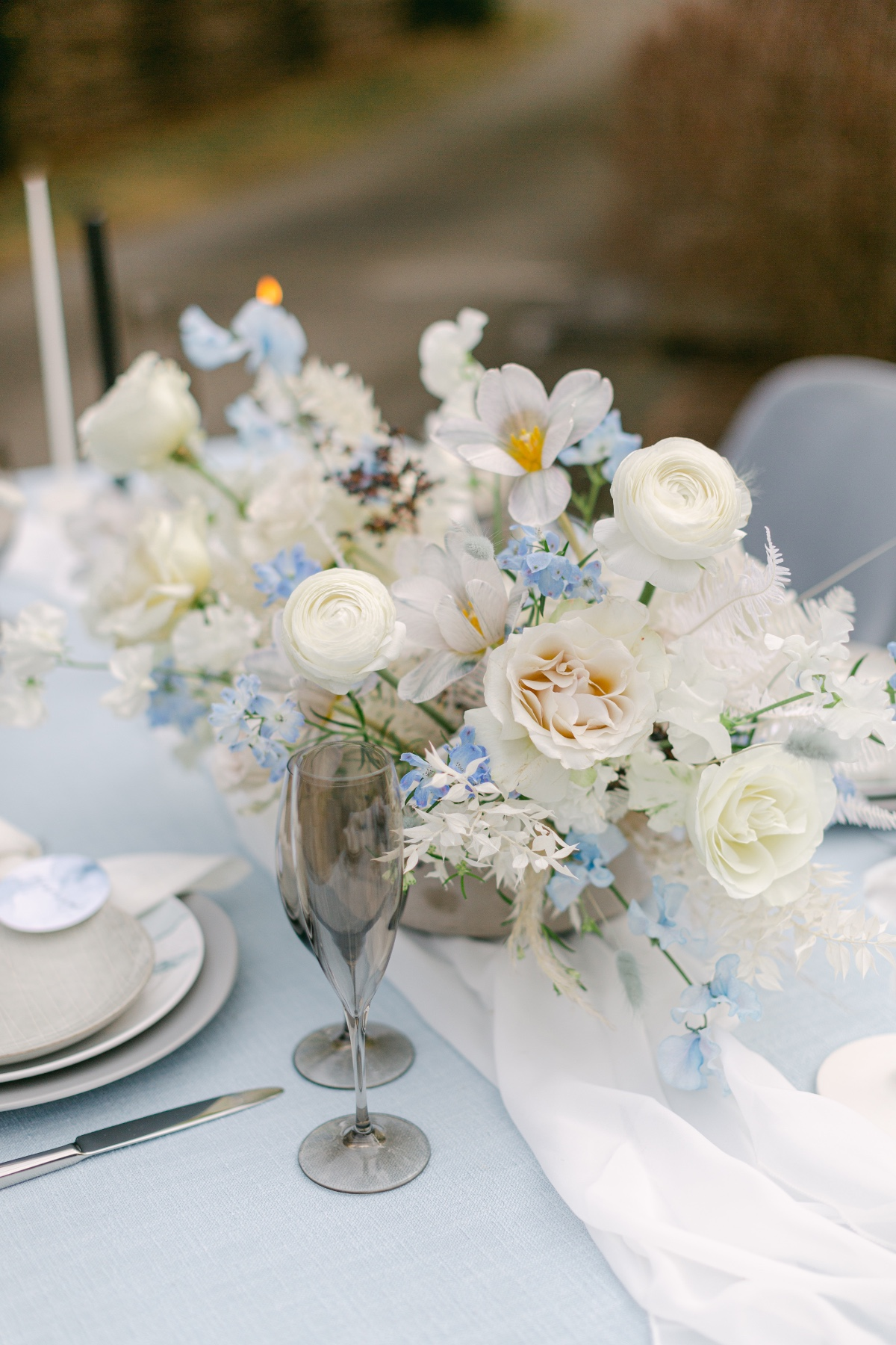 blue and white wedding centerpiece ideas