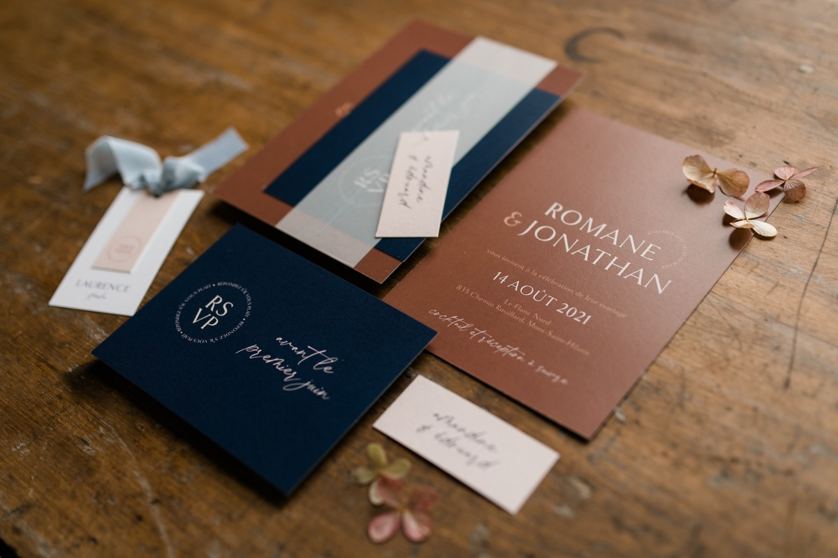 Modern wedding invitations from Deux Amoureux Invitations
