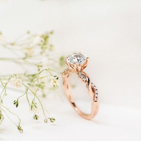 https://www.weddingchicks.com/blog/preview-of-how-to-afford-an-engagement-ring-without-debt-l-18329-l-47.html