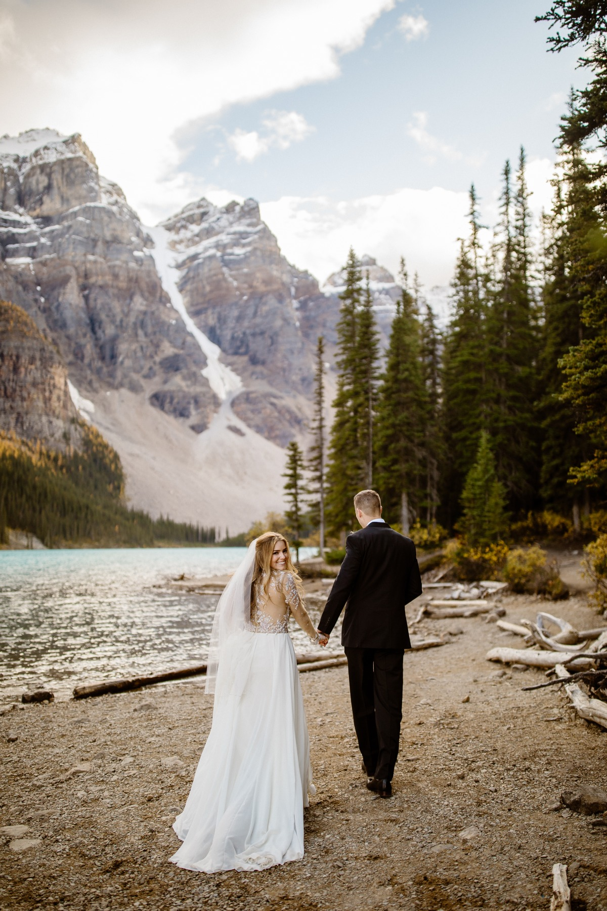 elopement on the shore of Moraine Lake