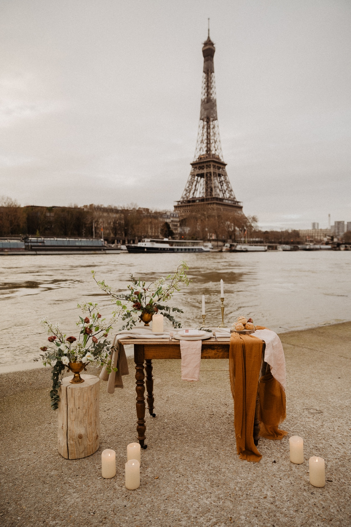 French elopement in front of the Seine River