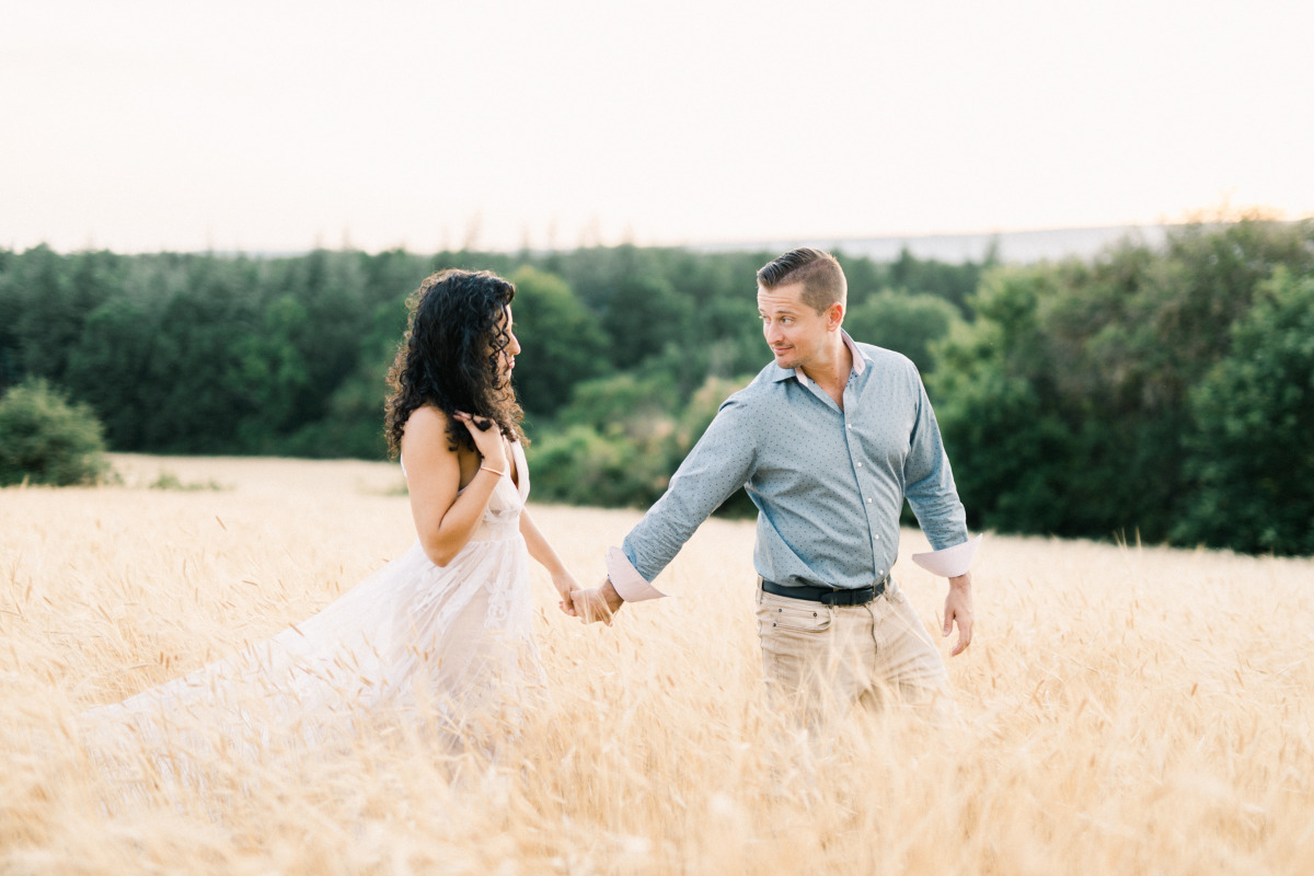 Provence wheat field engagement photos by Jeremie Hkb