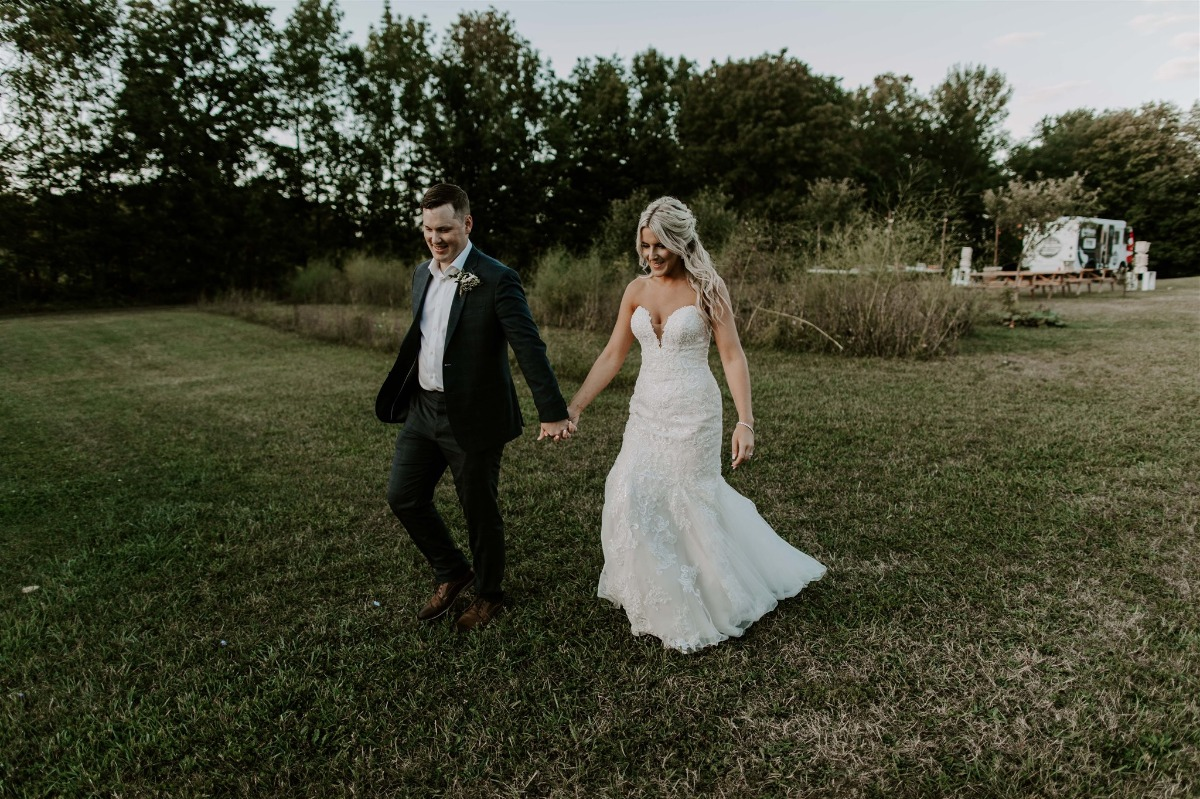 bride and groom candid photograph ideas