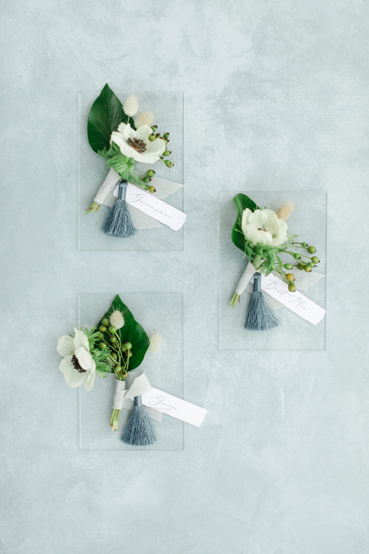 groom and groomsmen boutonniere flat lay ideas