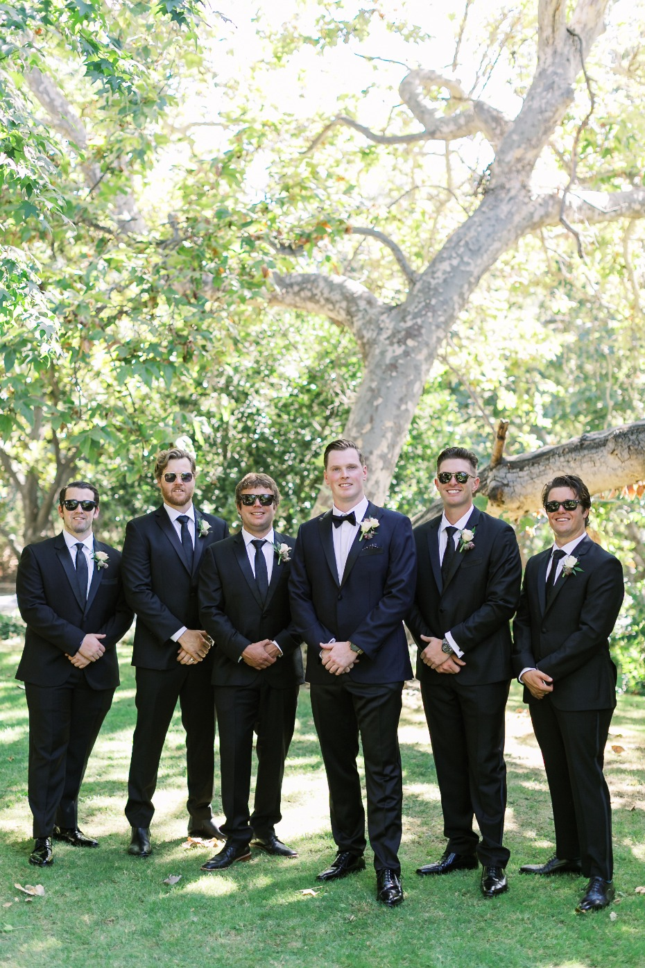 groomsmen pose idea