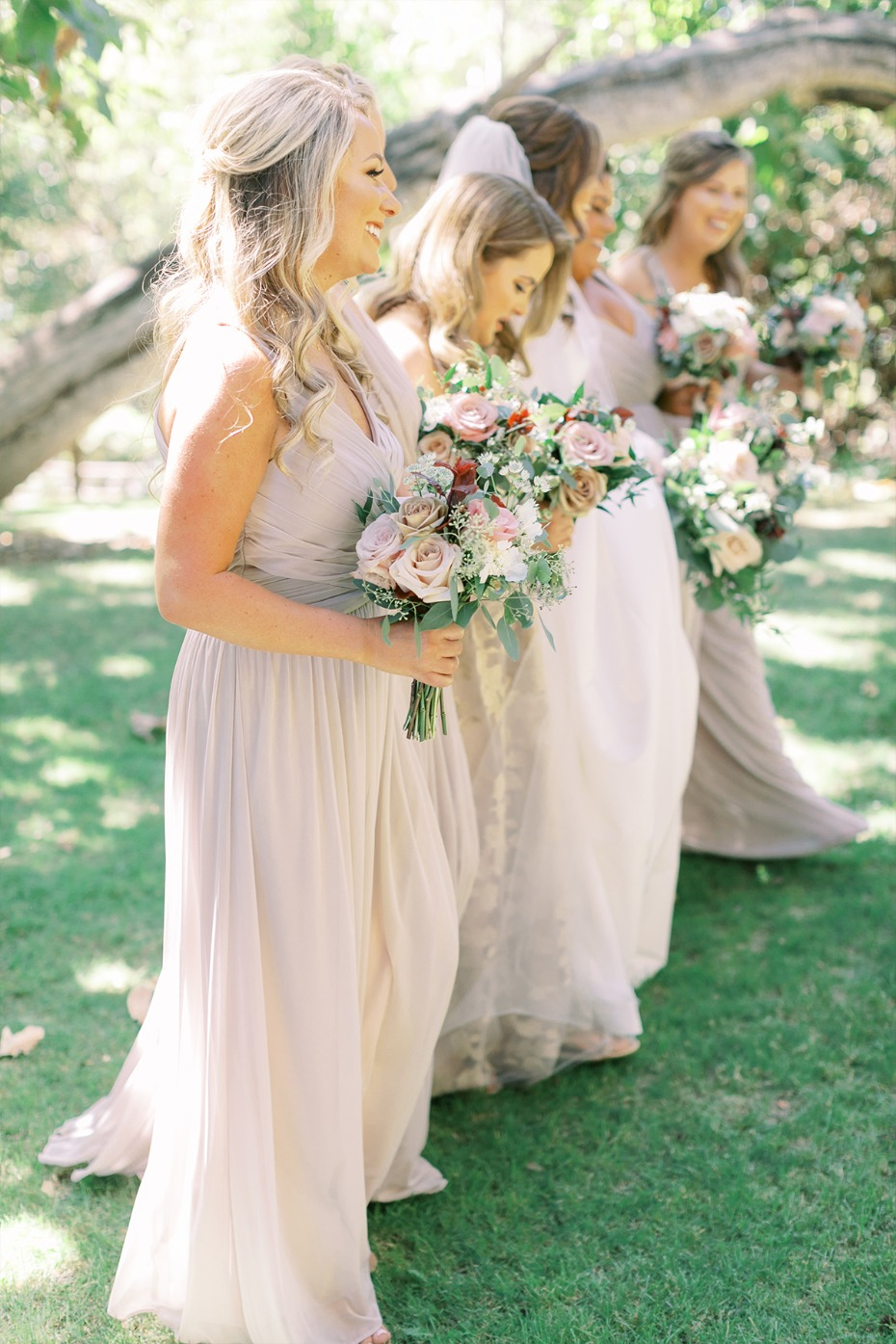 bridal party pose idea