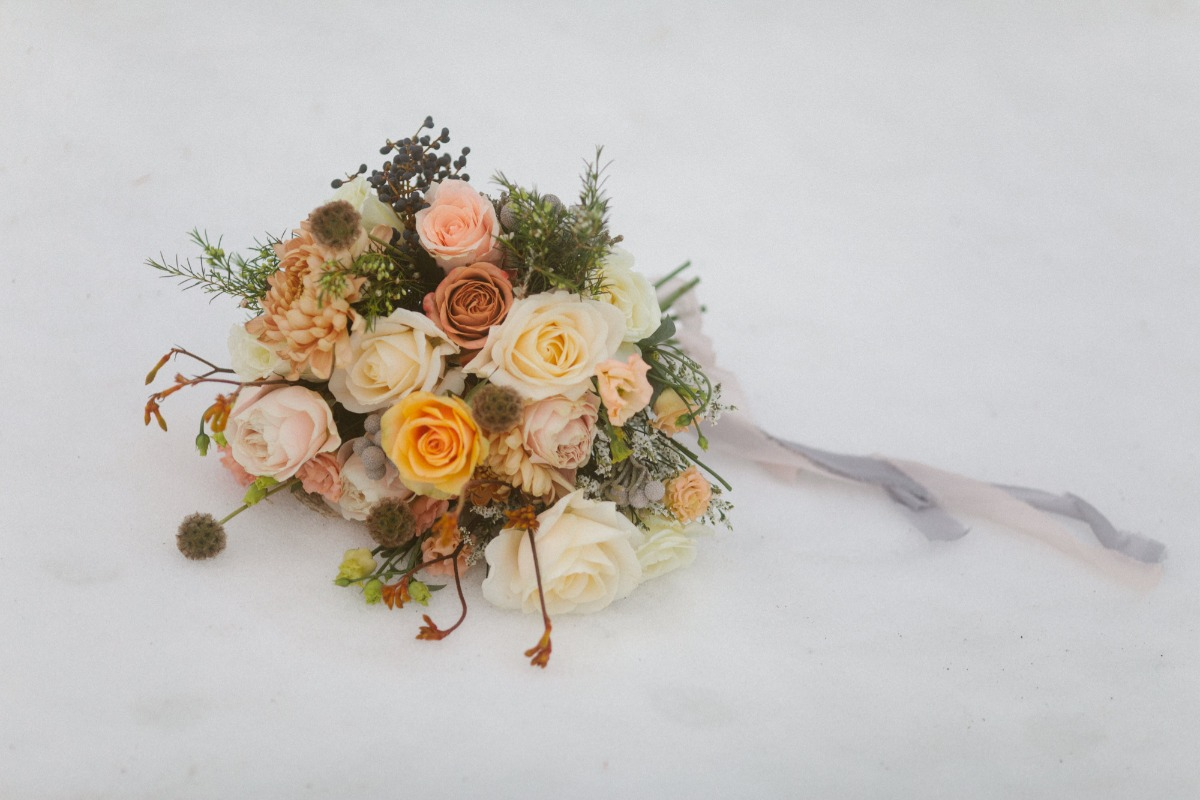 styling the wedding bouquet in the snow