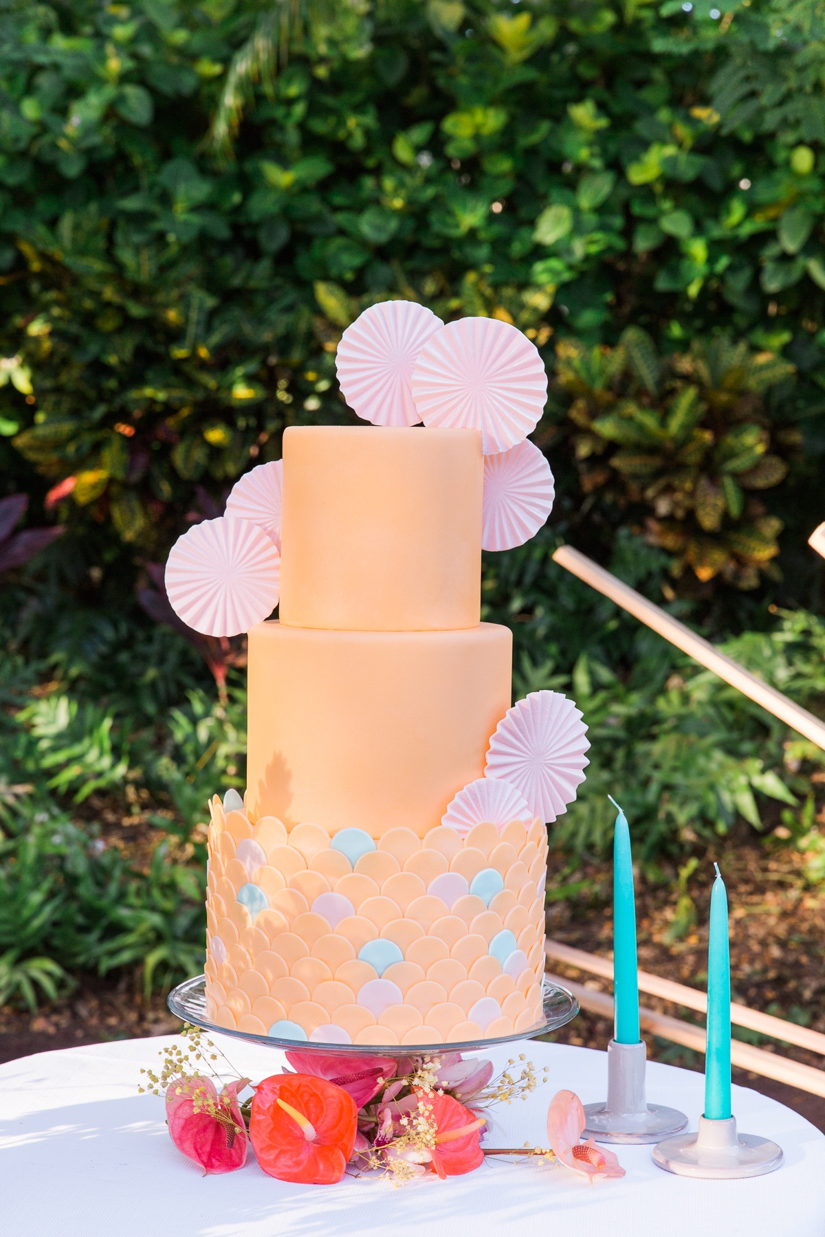 Peach wedding cake with circles designed by Magnolia at Four Seasons Resort, Hualala