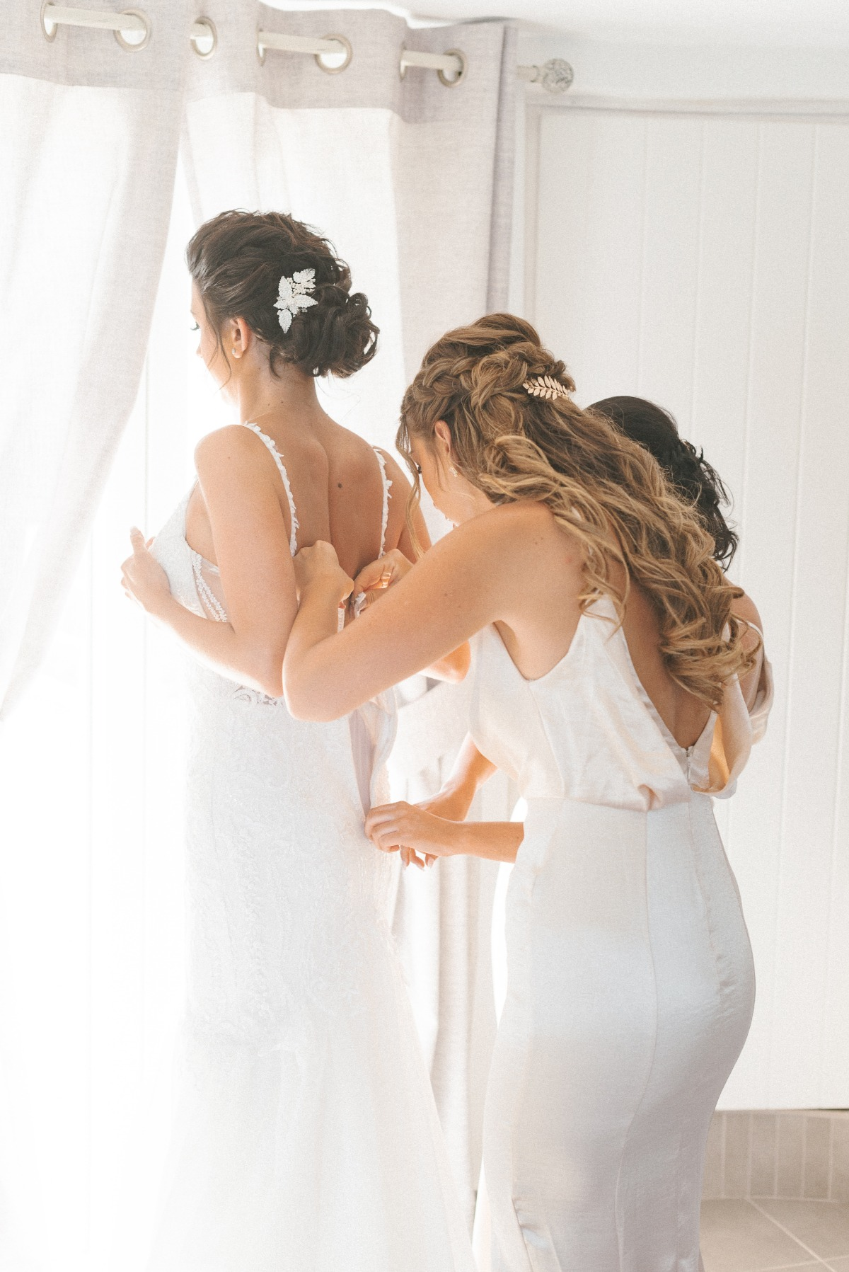 getting wedding ready with bridesmaids