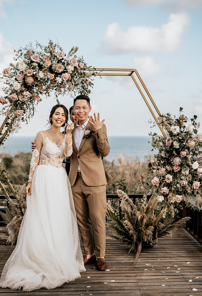 hexagon backdrop with roses and protea flowers