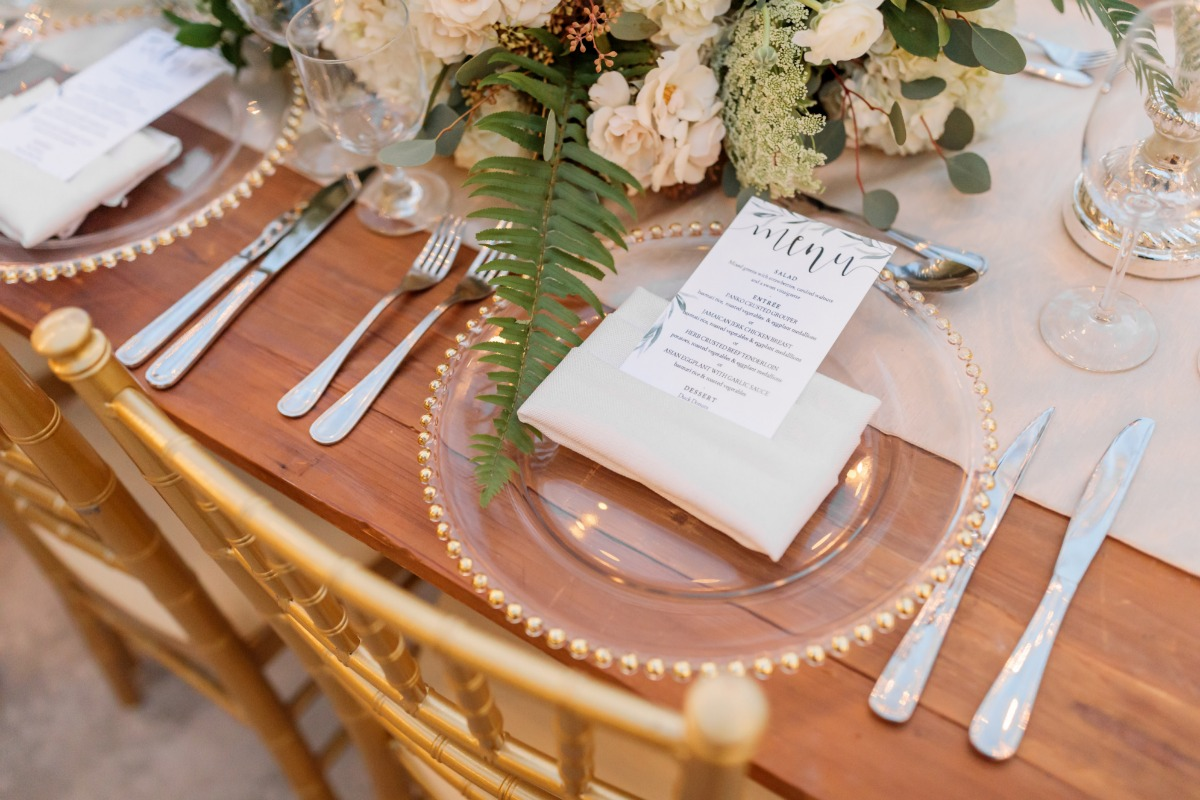 gold and white wedding table decor ideas