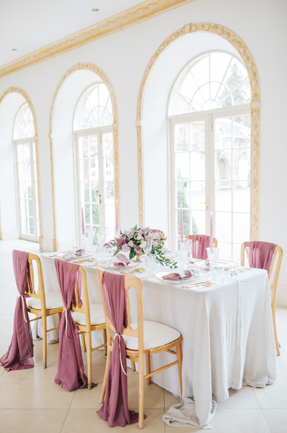 blush and white wedding table decor ideas
