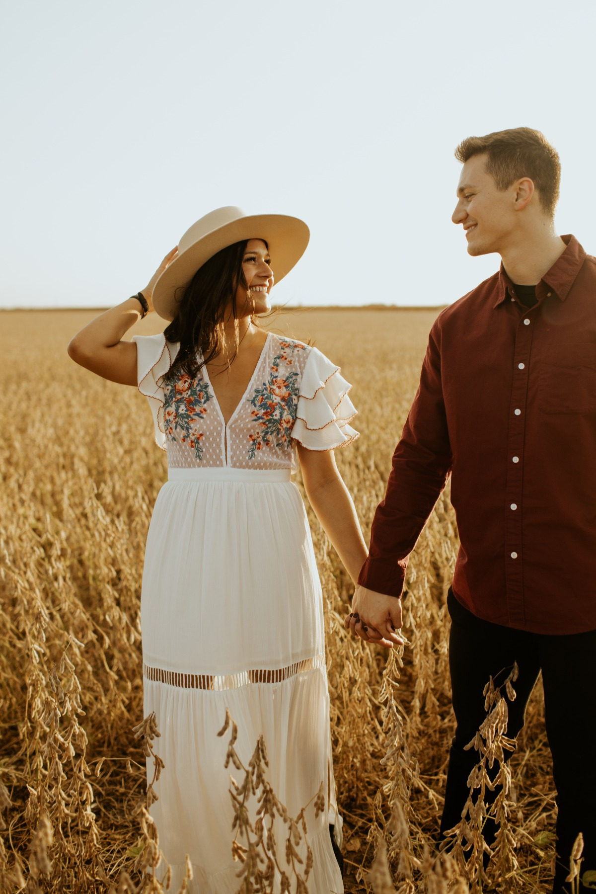 Tips on What to Wear to Elevate your Engagement Session Style