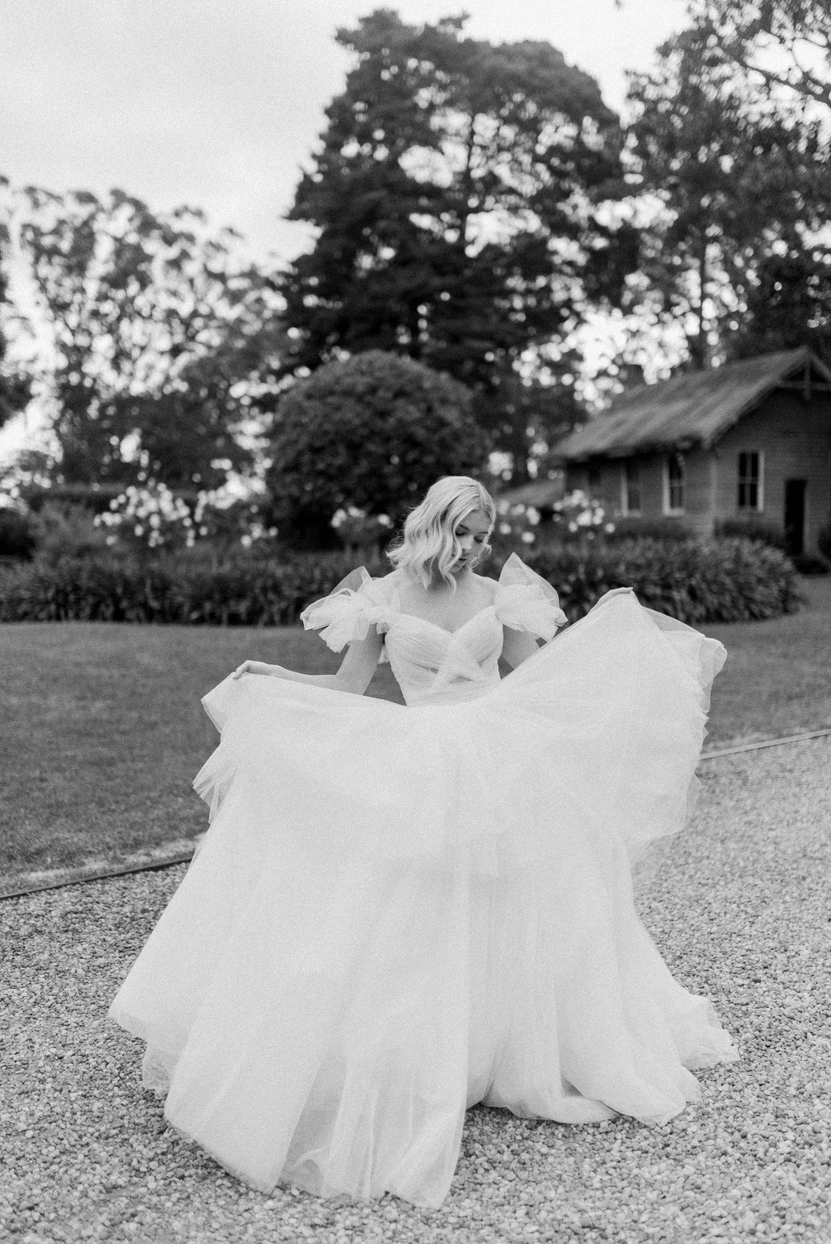 bridal pose ideas captured by Lauren Olivia Photography