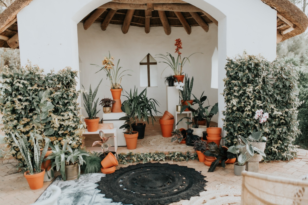 boho chic outdoor wedding decor and styling