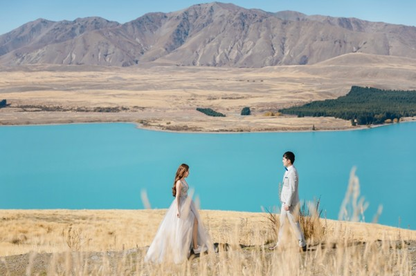 Singaporean Couple Jet Sets to New Zealand To Stand In Front of The Bluest Lake In The World