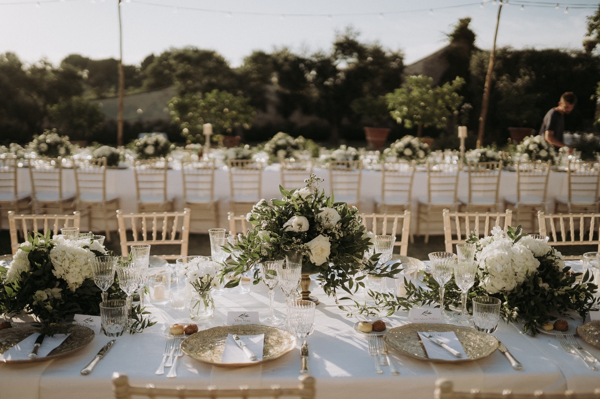white, green and gold wedding decor ideas