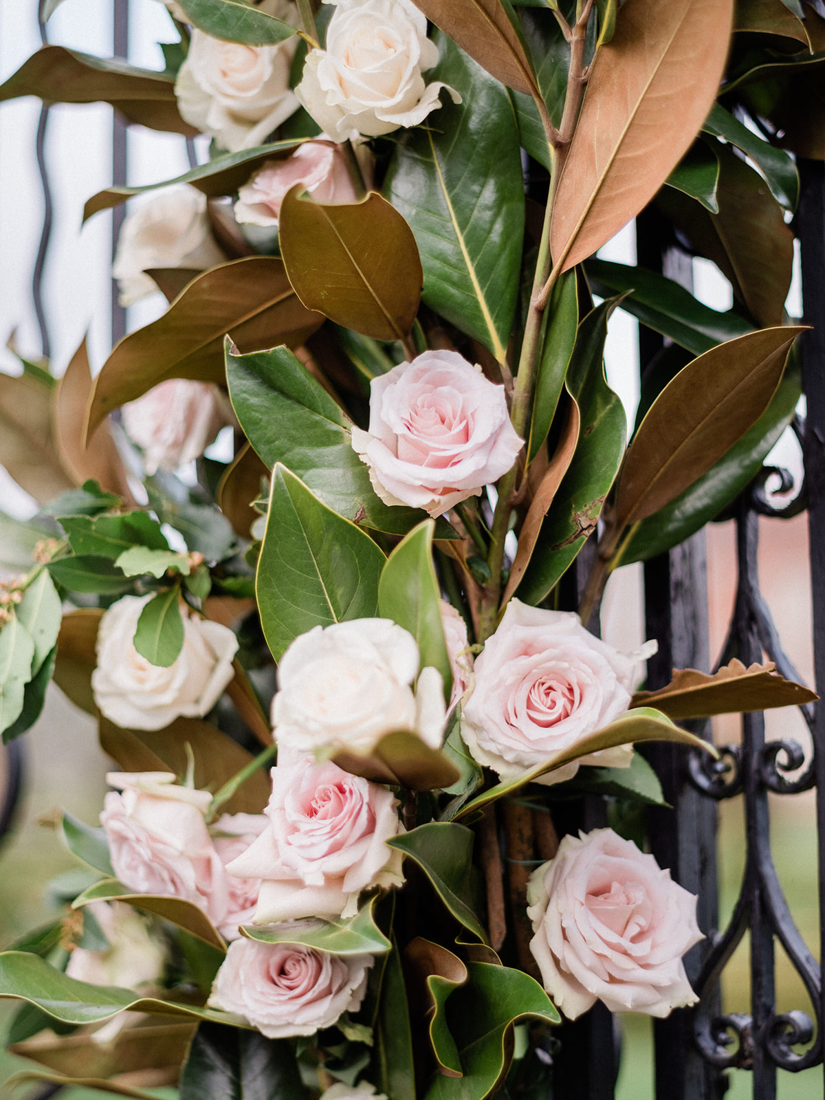 floral arch ideas made of magnolia leaves and roses