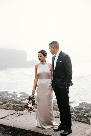 Stylish Engagement Shoot Pose and Outfit Ideas