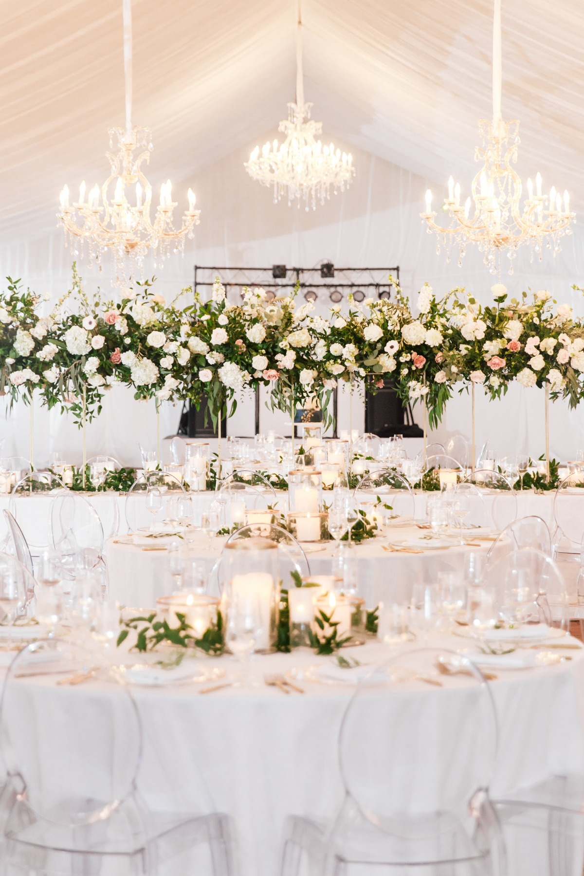 elegant wedding with acrylic chairs and chandeliers