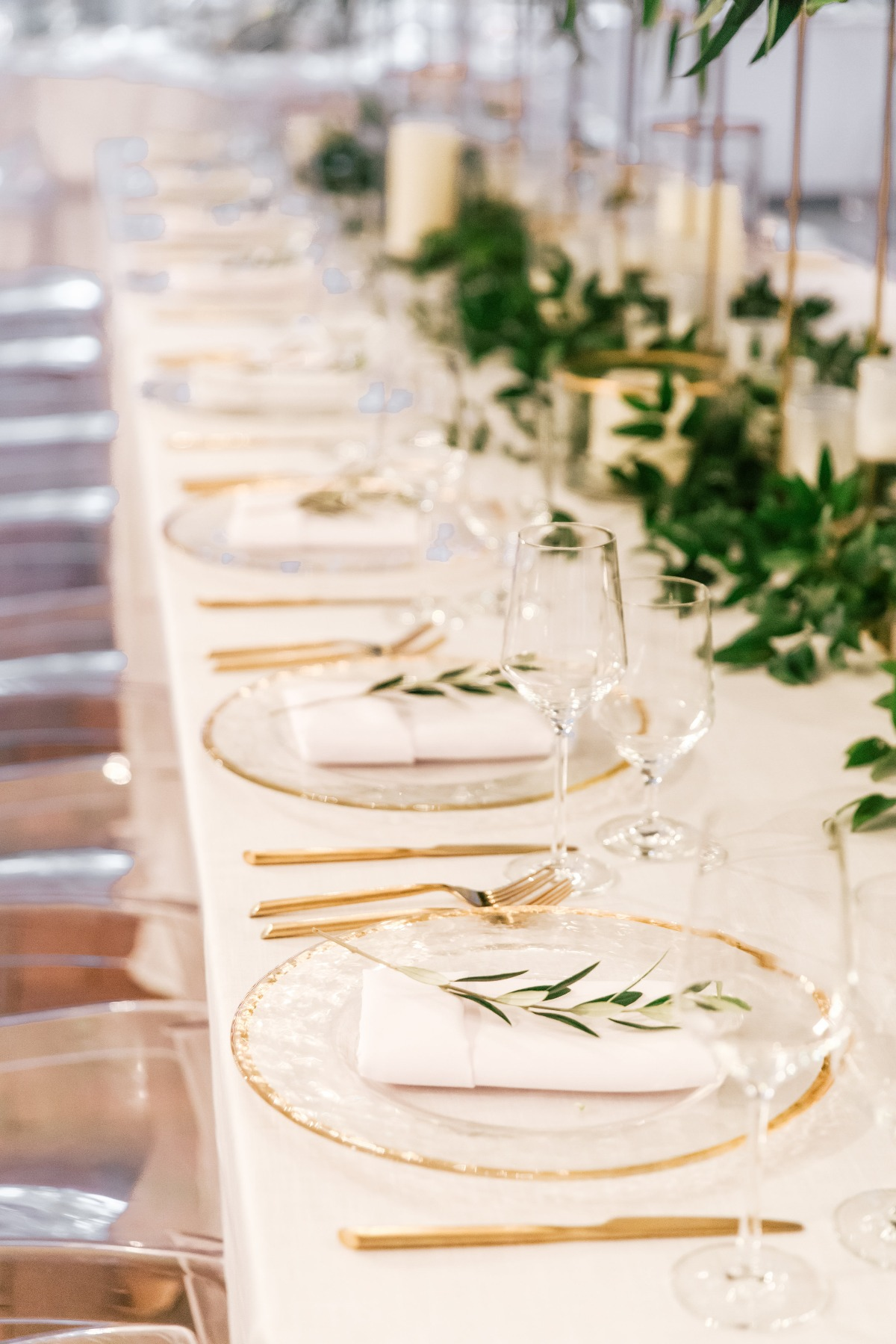 gold clear charges with napkins and leaves
