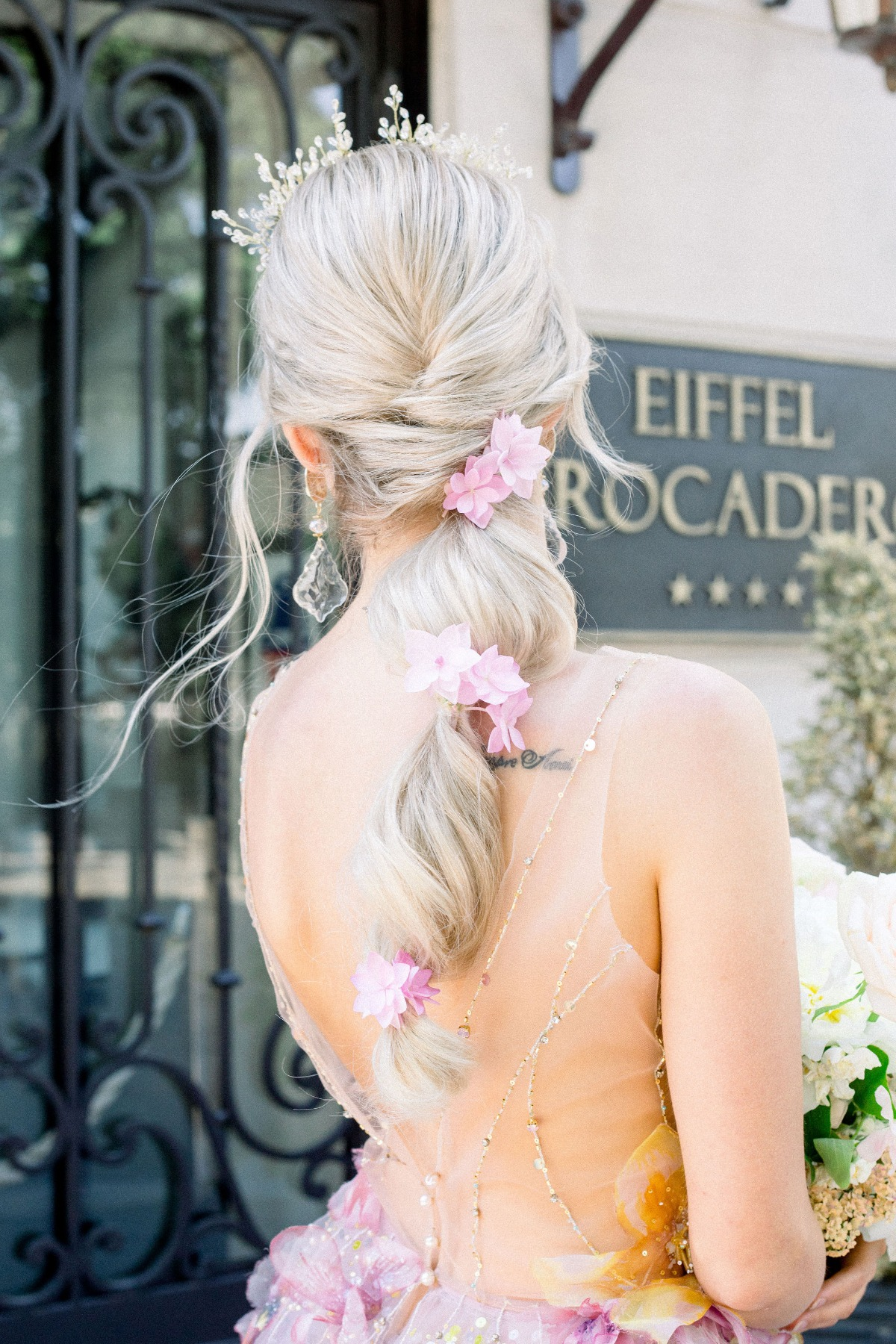 long wedding hair ideas adorned with flowers