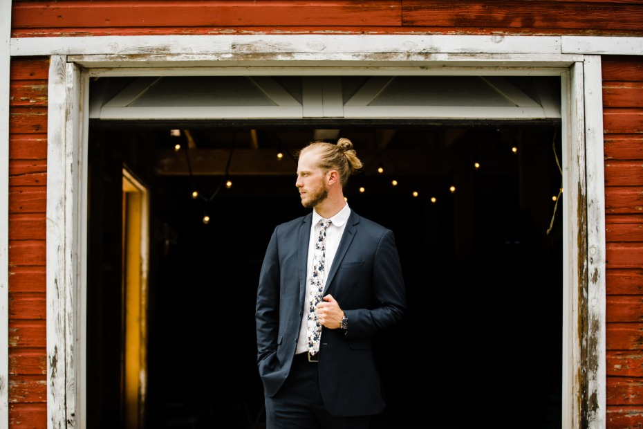 Navy blue groom suit with floral tie