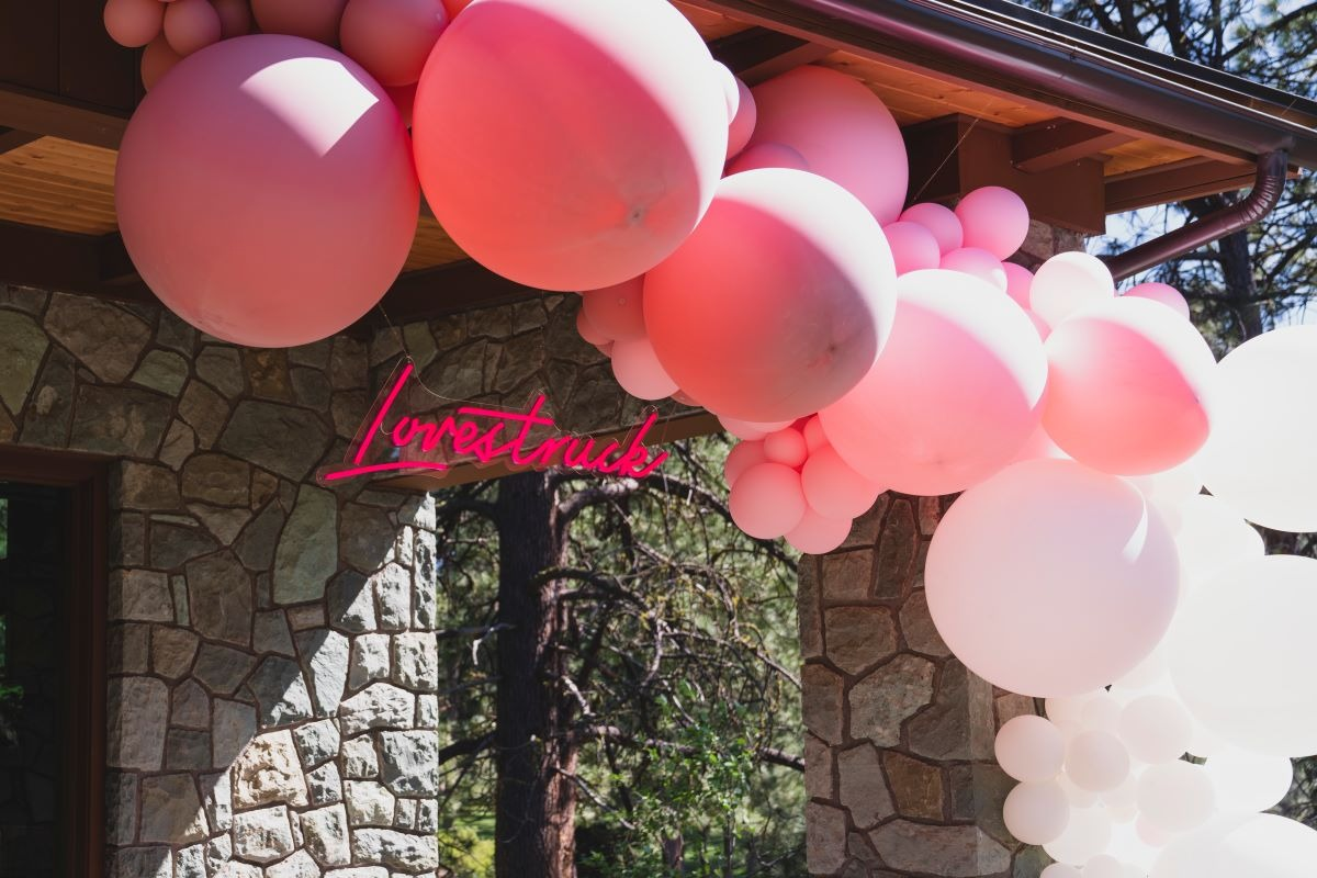 lovestruck neon sign with balloon arch