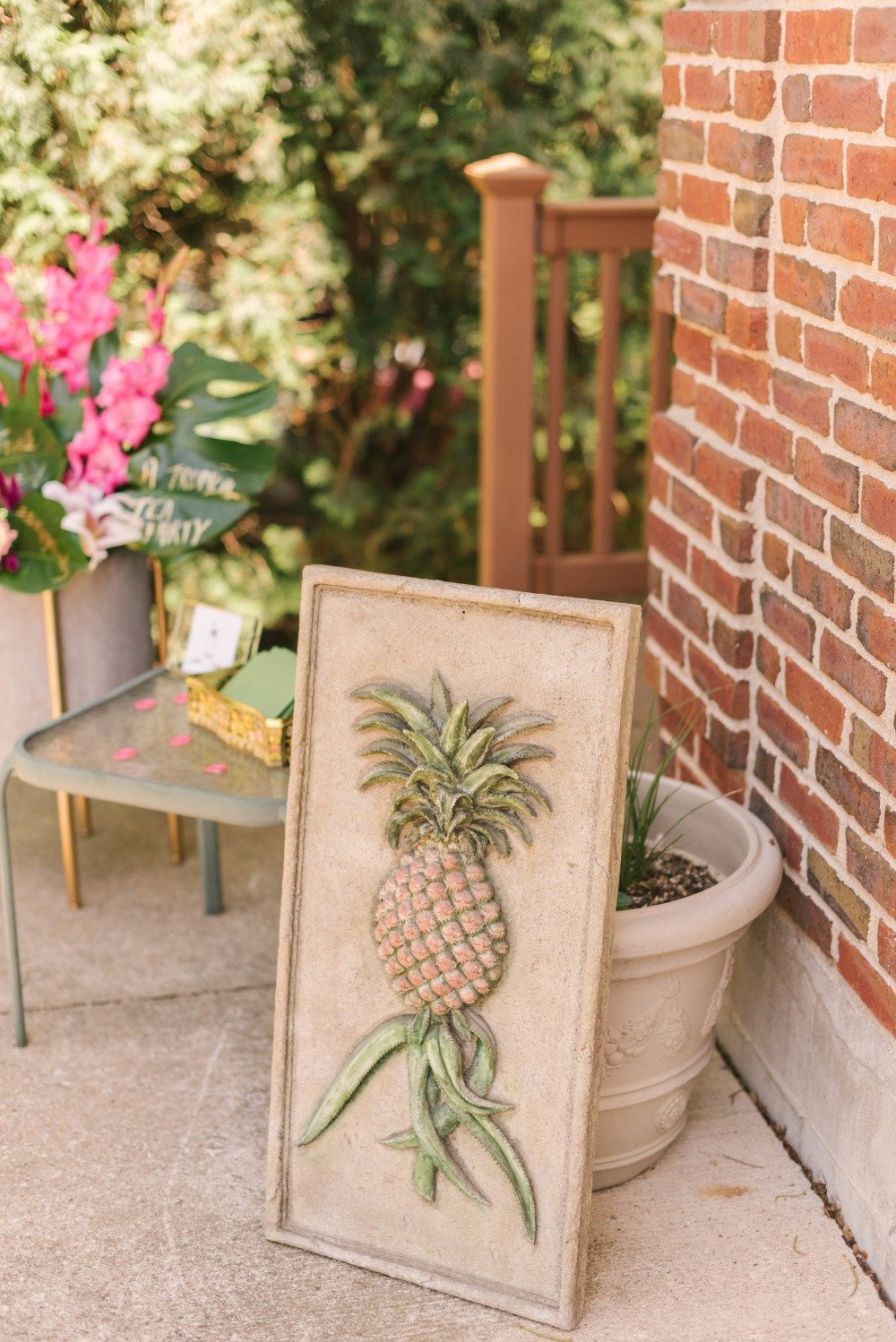 pineapple art piece rental