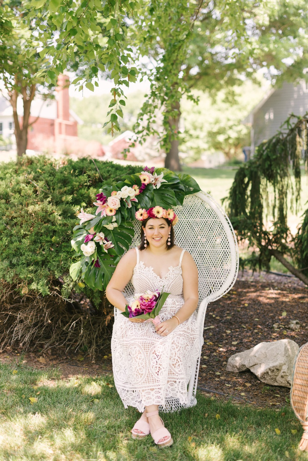 bride in white peacock wedding chair