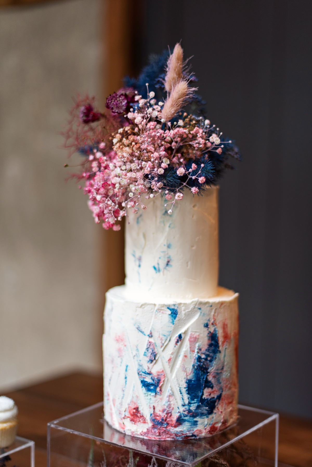 wedding cake display table hand painted by Lux Sucre