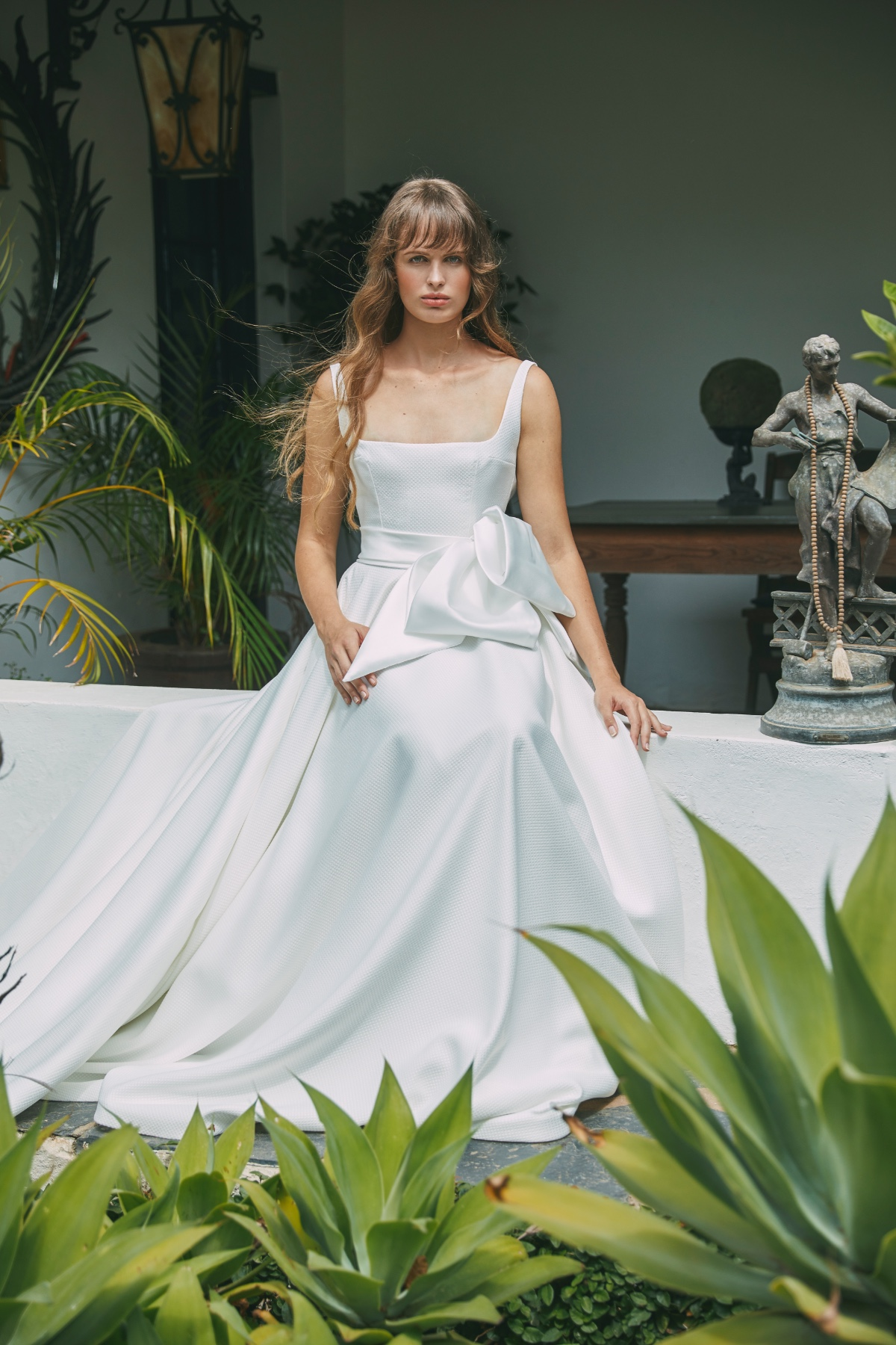 2021-romance-collection_bellise-gown_fro