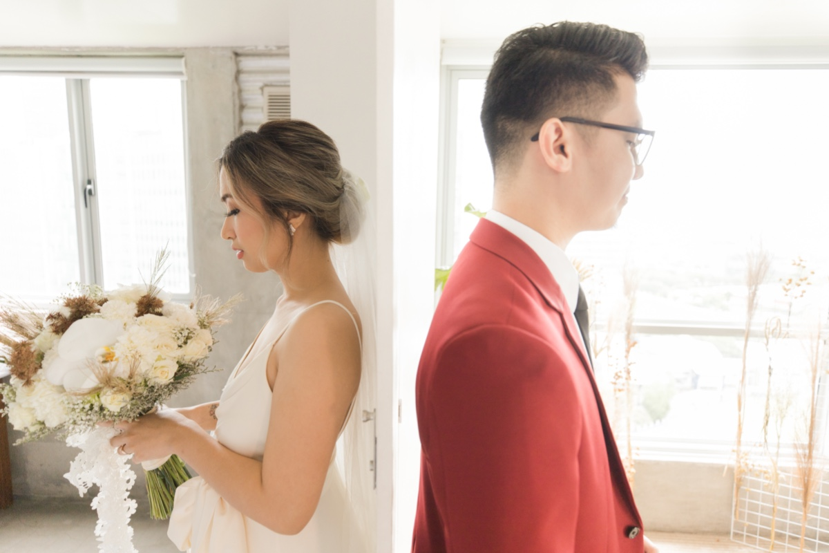 bride and groom first touch without seeing each-other