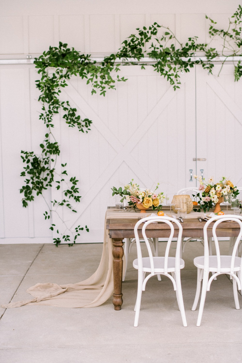 outdoor wedding dining and decor ideas