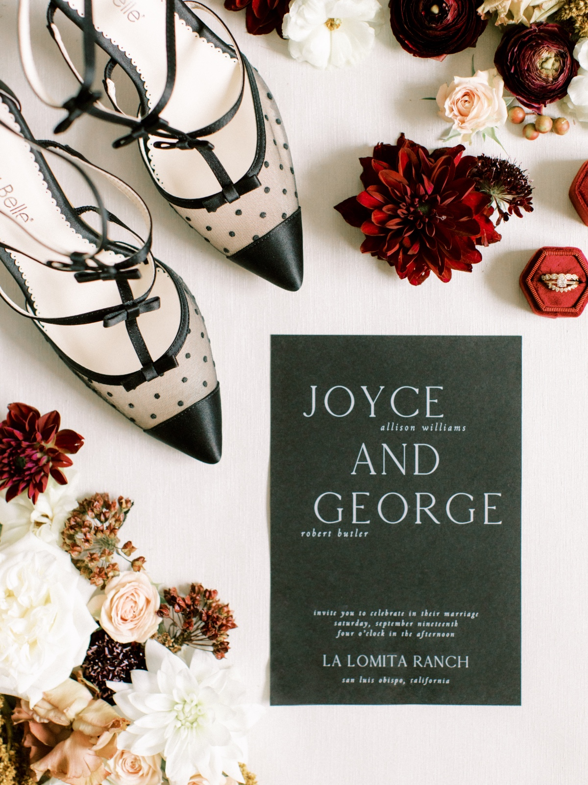 George + Joyce's Modern-Inspired Autumnal Chic Elopement