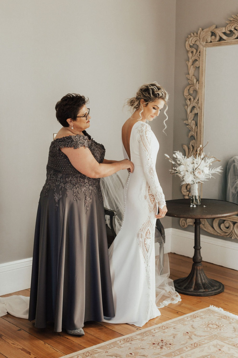 mom getting daughter wedding ready