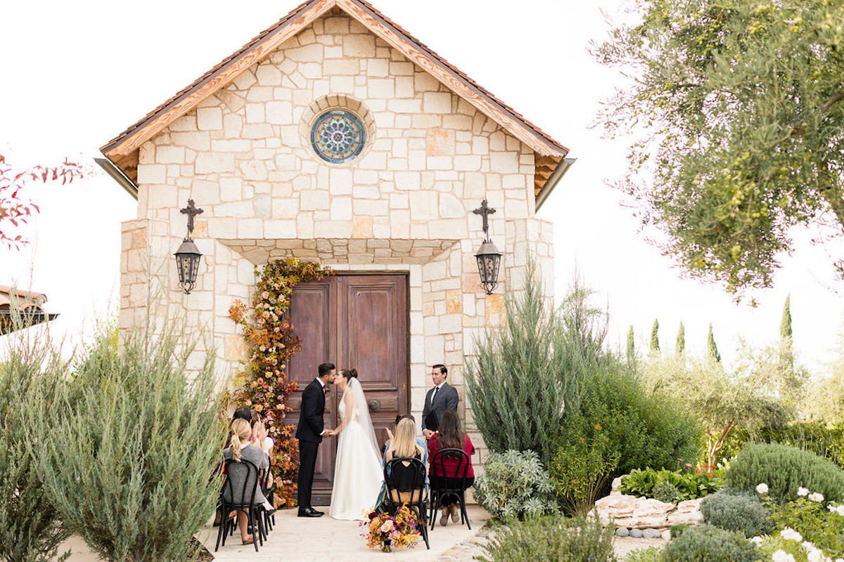 An Italian-Inspired Micro Wedding to Inspire Spring Brides Transitioning to Fall