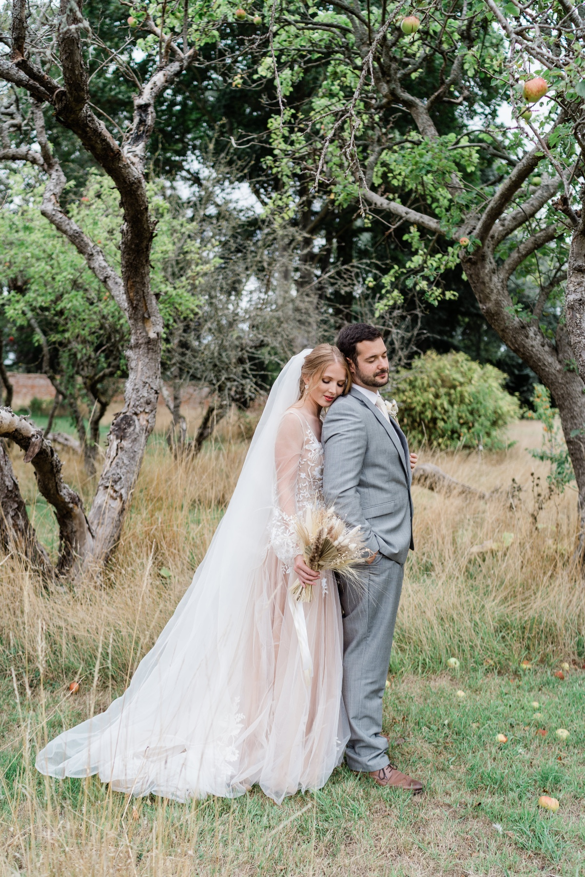 Luxury Modern and Muted Micro Wedding Inspiration