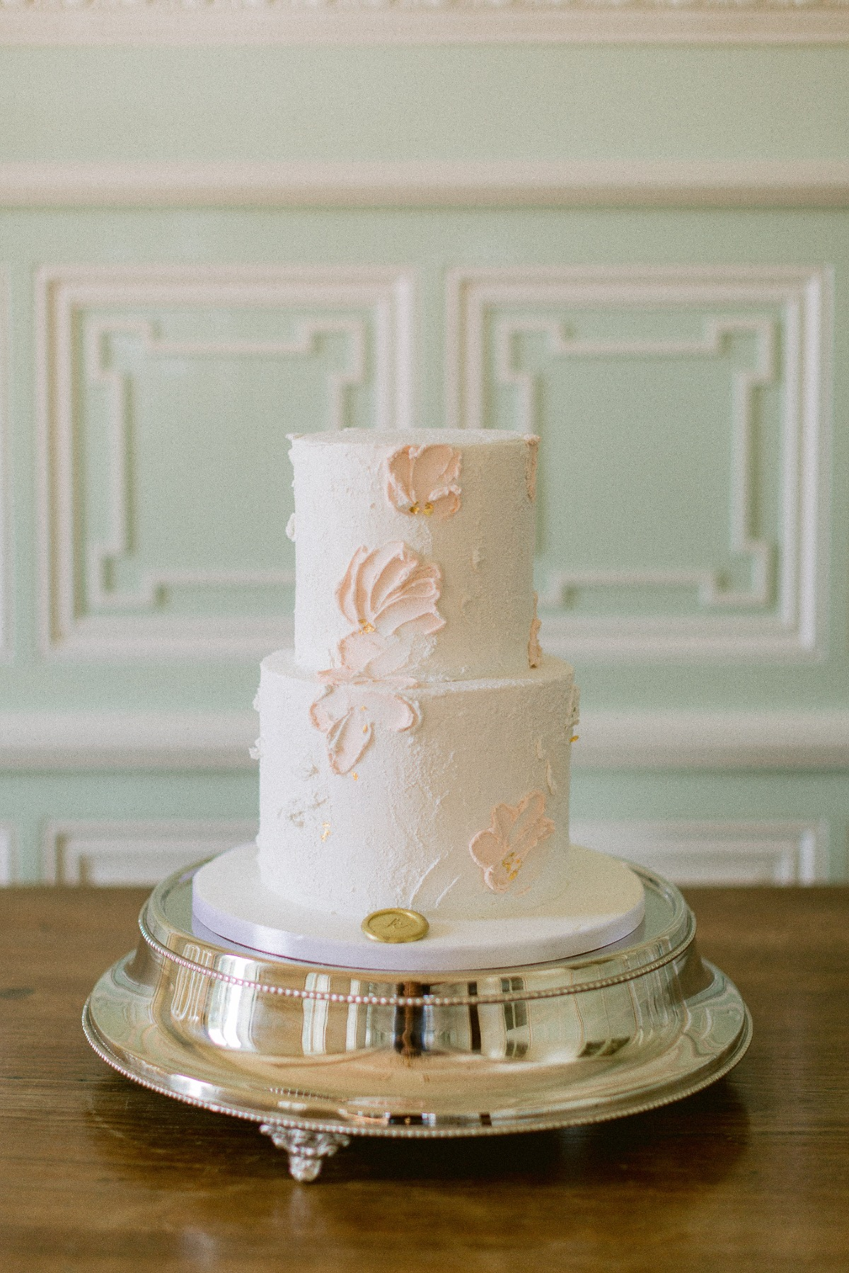 peach wedding cake designed by Sucre & Cacao