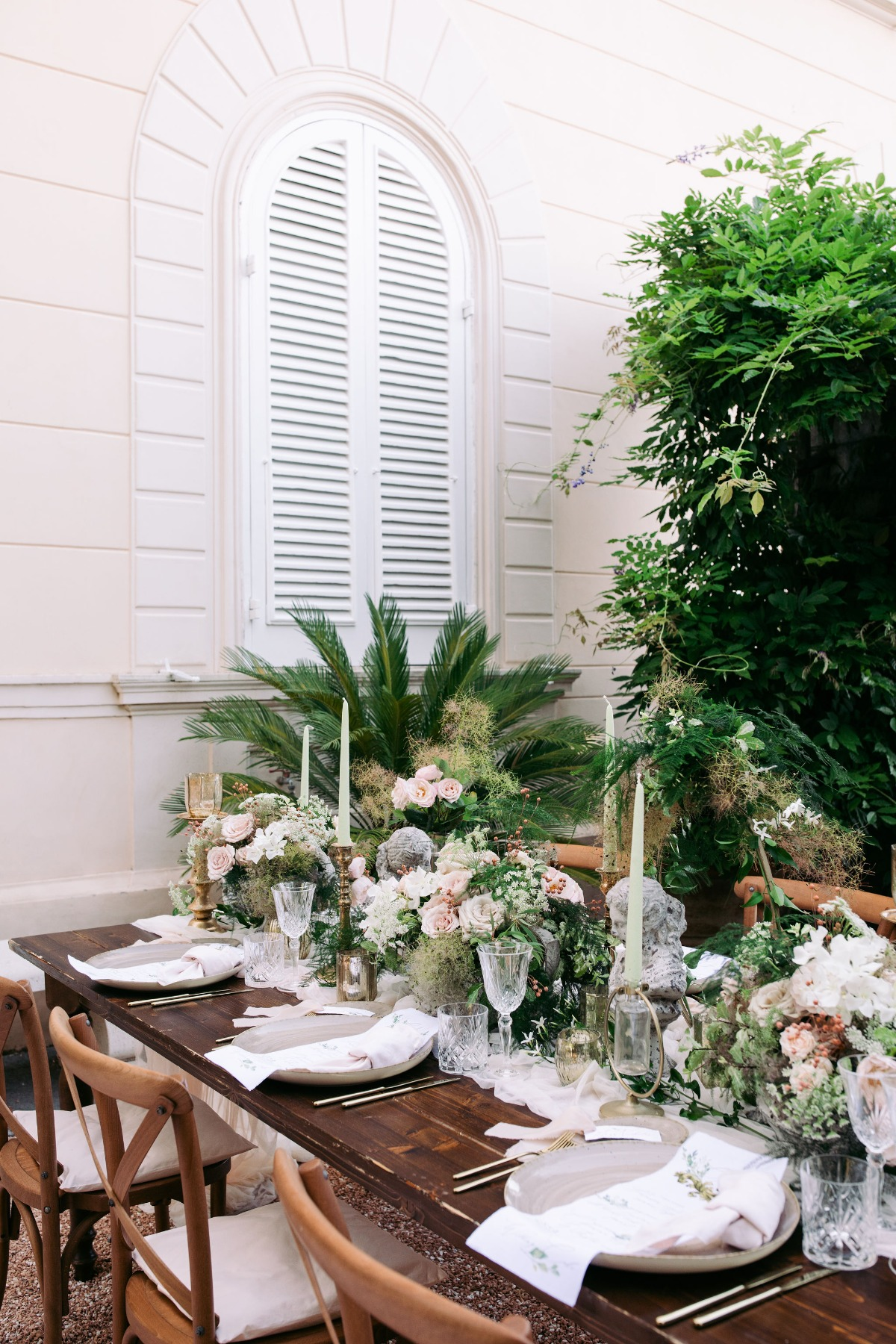 This Styled Shoot in Sorrento, Italy Highlights the Beauty of a Bride in Vein With an Iconic Botticelli Painting