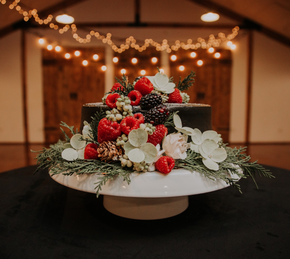 A Sexy & Modern Wedding Day Even The Grinch Would Love