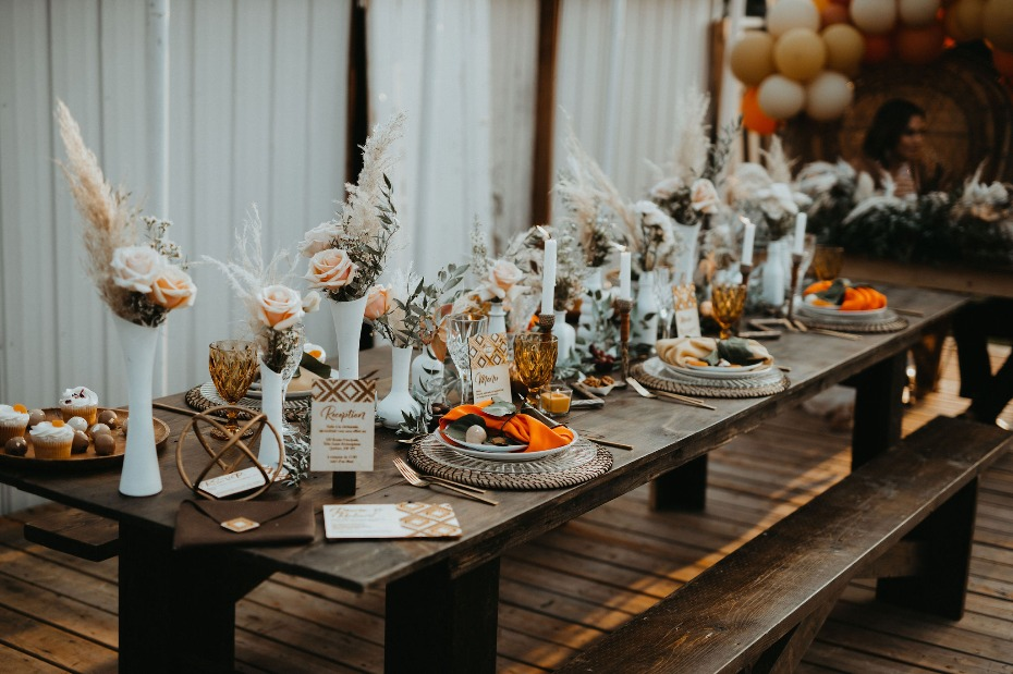 This Is How You Do a Fall Wedding and Not Get Crazy With All the Orange