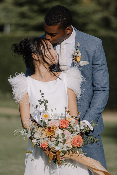 How To Add A Modern Funky Twist To Your English Countryside Wedding