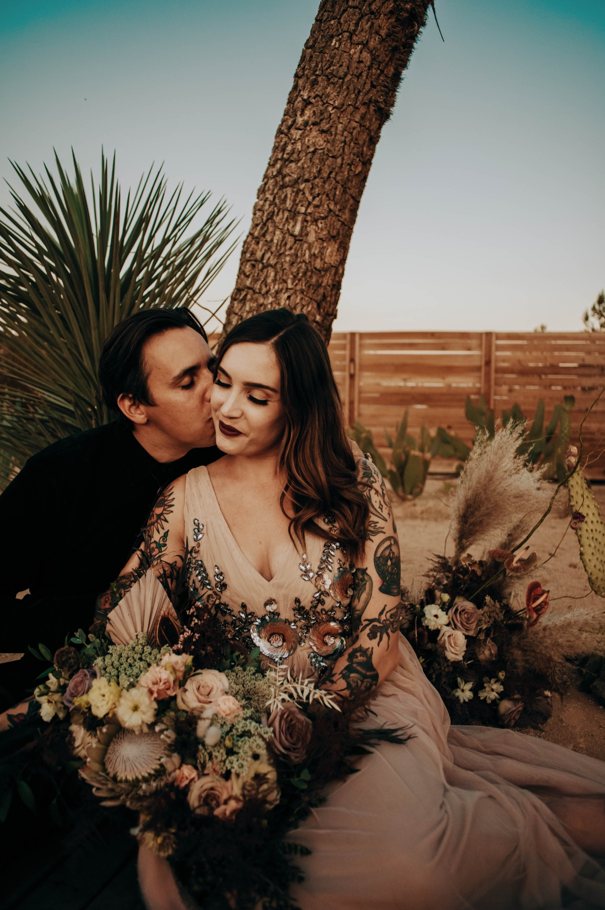 Planning a First Wedding Anniversary Photo Shoot Helped This Bride Turned Florist Deal With the Post-Wedding Blues