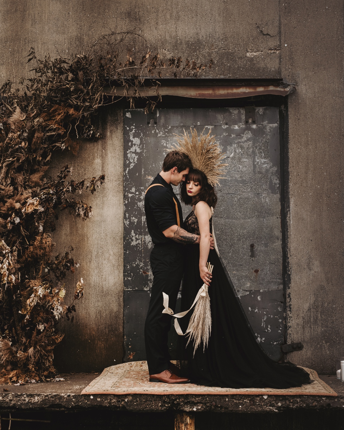 This Styled Wedding Shoot At a Granary in Illinois Had No Color, But It Was Pretty Brilliant Nonetheless