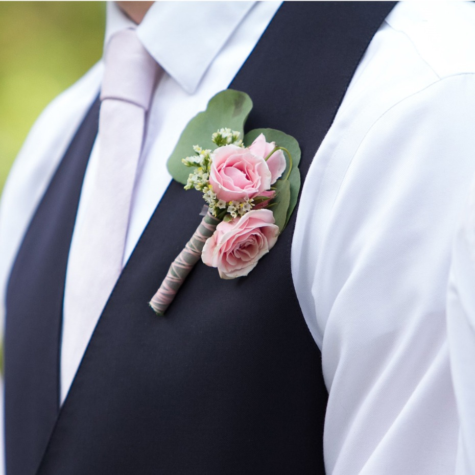 Why You'll Want to DIY Flowers for Your Microwedding