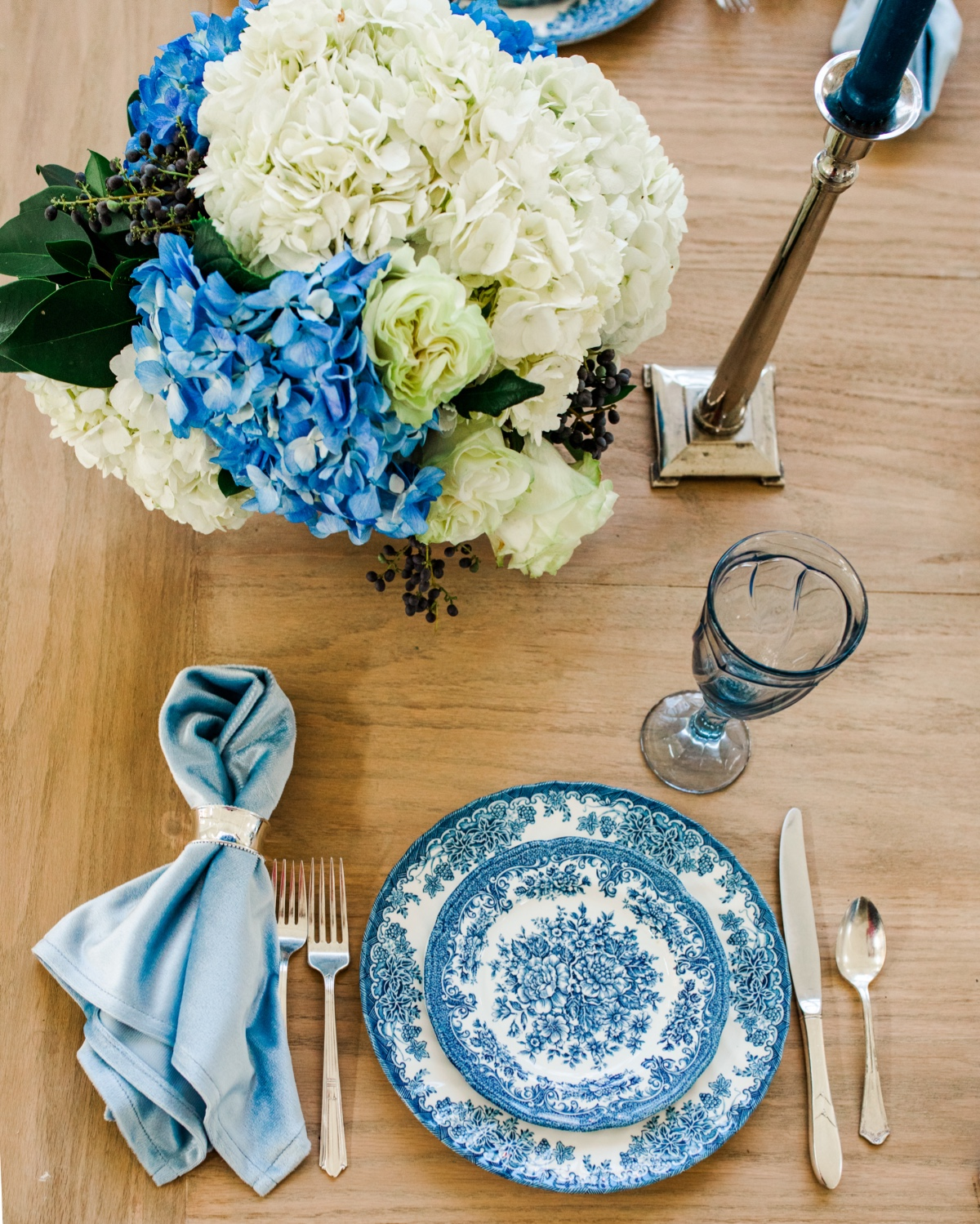 How To Incorporate Fine China Into Your Chic Microwedding