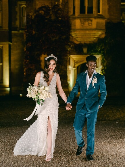 Inspiration Shoot At An English Country Manor That Gives The Royal Weddings A Run For Their Money