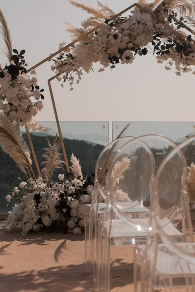 An Intimate Micro-Wedding In Hong Kong at Exclusive Venue